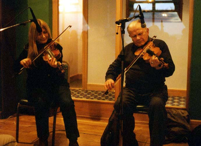 Mairéad Ní Mhaonaigh with her father, Proinsias Ó Maonaigh (Francie) in 2002