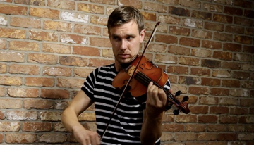 Liam O'Connor plays Finbarr Dwyer's The Holly Bush reel on Irish fiddle