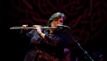 Joanie Madden playing traditional Irish music on the classical Boehm silver flute
