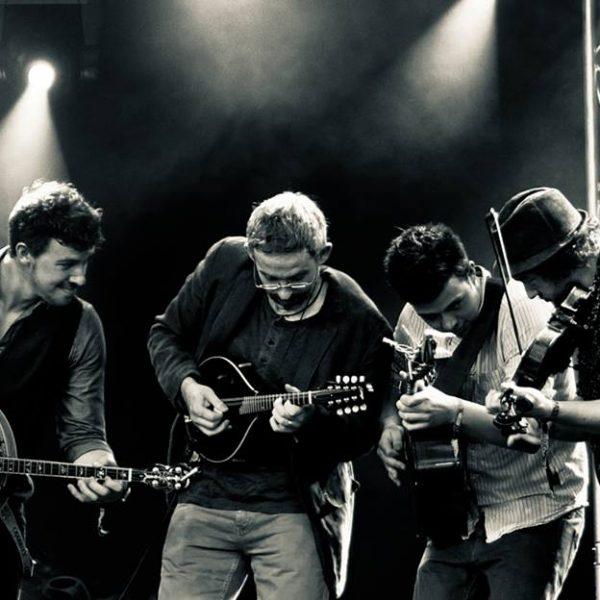 Legends of the Irish tenor banjo - Enda Schaill and We Banjo 3