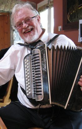 Irish Button accordion legend Tony MacMahon on his C#/D button accordion