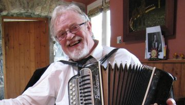 Irish Button accordion legend Tony MacMahon on his C#/D button accordion
