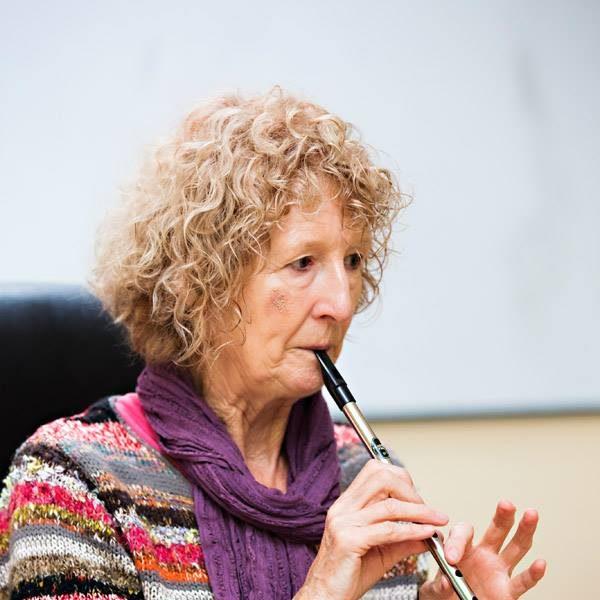 Mary Bergin teaching a tin whistle workshop at Féile Traidphicnic