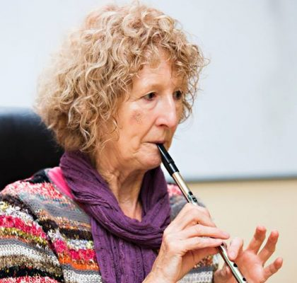 Mary Bergin teaching a tin whistle workshop at Féile Traidphicnic