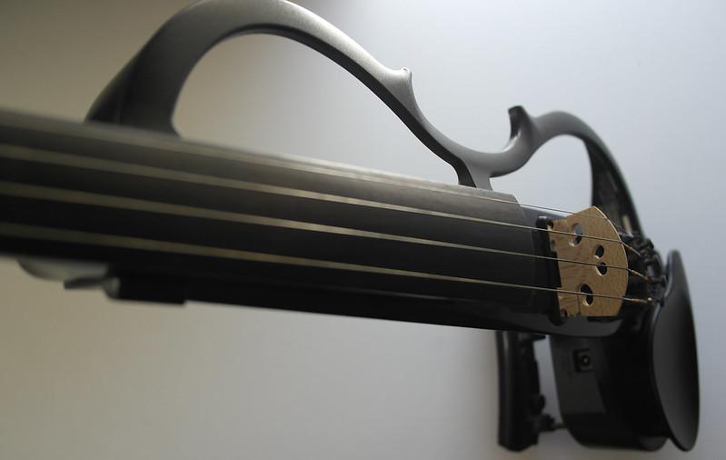 Electric violin body with cutout shape